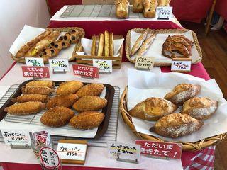 ベイカーナップ 店内 カレーパン チーズフランス チョコエピ.jpg